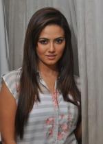 சனா கான்