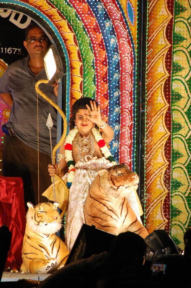 சேலம் குகை மாரியம்மன் காளியம்மன் கோவில் வண்டி வேடிக்கை நிகழ்ச்சி!: படங்கள்: பா.காளிமுத்து