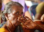 நெடுவாசலில் மண்ணை காக்க களம் இறங்கிய பாட்டிகள் படங்கள் எஸ்சாய்தர்மராஜ்
