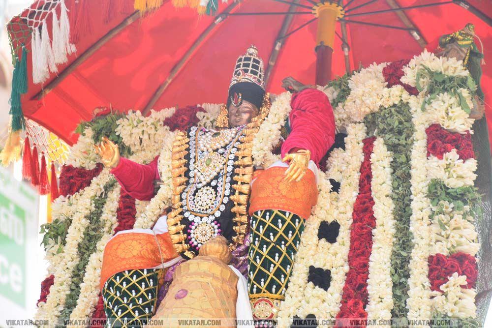 தஞ்சையில் 83 வது வருட 24 கருட சேவை நான்கு ராஜவீதிகளில் வலம் வந்த காட்சி... படங்கள் - கே.குணசீலன்