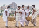 காவிரி மஹா புஷ்கரவிழா காவிரி ஆற்றை தூய்மைப்படுத்திய கல்லூரி மாணவர்கள் படங்கள் தேதீட்ஷித்