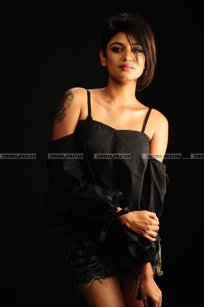 ஓவியா லேட்டஸ்ட் ஸ்டில்ஸ்..!. #VikatanExclusive படங்கள்: கே.ராஜசேகரன்