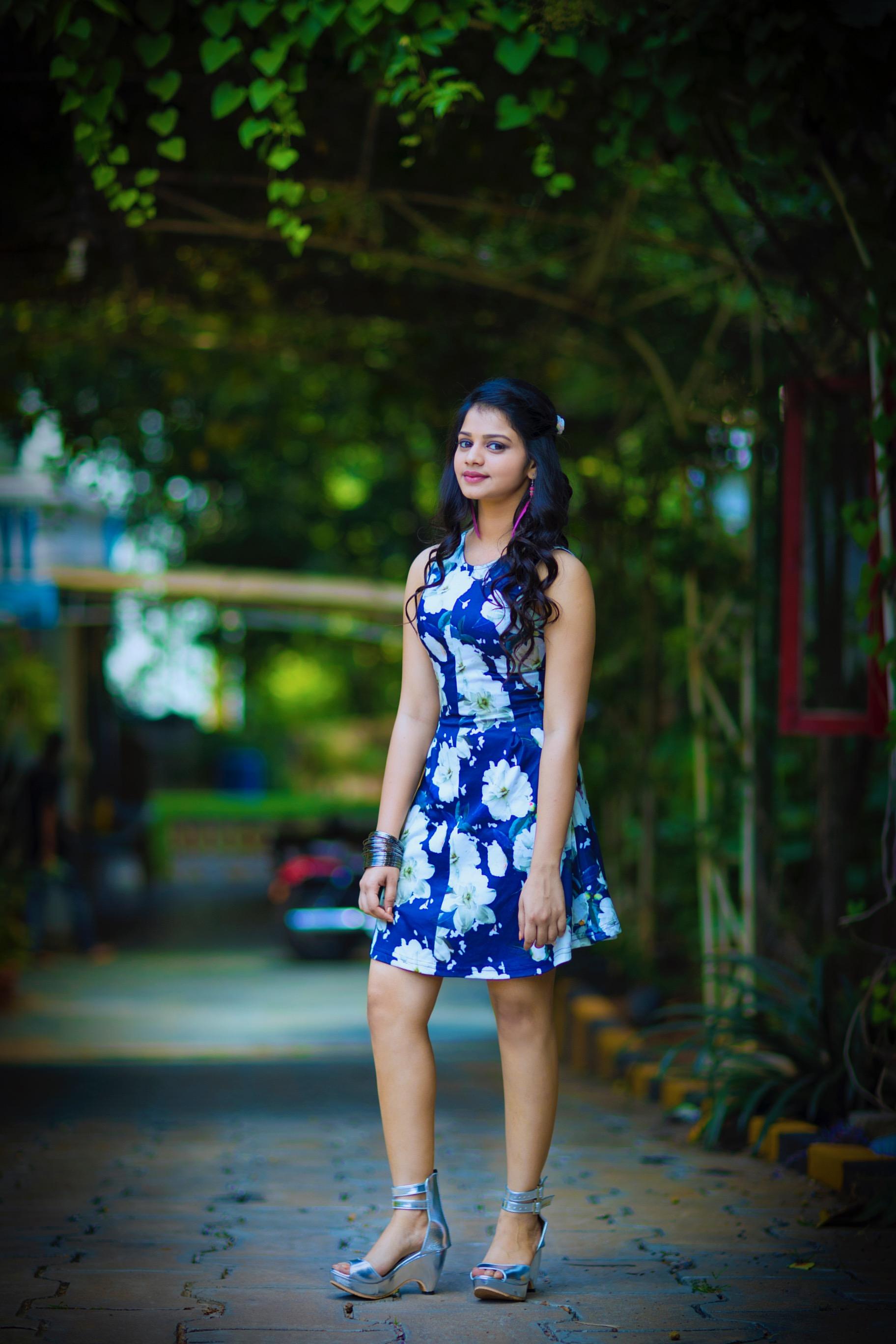 நடிகை ஹீரோஷினி கோமலியின் லேட்டஸ்ட் போட்டோஷூட் ஸ்டில்ஸ்..!