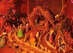 திண்டுக்கல்லில் கிருஸ்துமஸ் பெருவிழாவை முன்னிட்டு வீடுகளில் அலங்கரிக்கப்டட்டு வைக்கப்பட்ட வண்ண குடில்கள்... படங்கள்: வீ.சிவக்குமார்