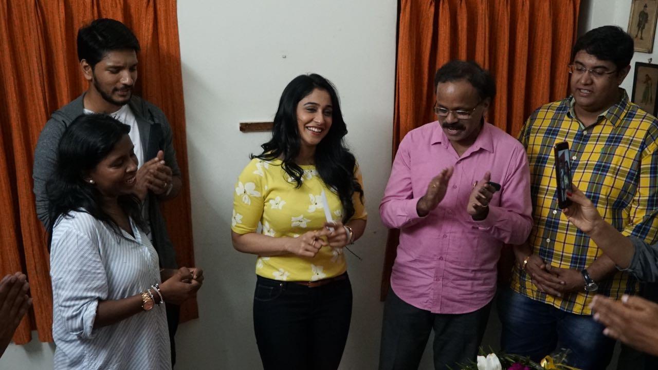 'மிஸ்டர் சந்திரமெளலி' படப்பிடிப்பு தளத்தில் பிறந்தநாள் கொண்டாடிய நடிகை ரெஜினா..!