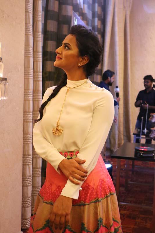 விக்ரம் வேதா நடிகை ஷ்ரதா ஸ்ரீநாத் லேட்டஸ்ட் ஸ்டில்ஸ்... படங்கள்: வ.யஷ்வந்த்