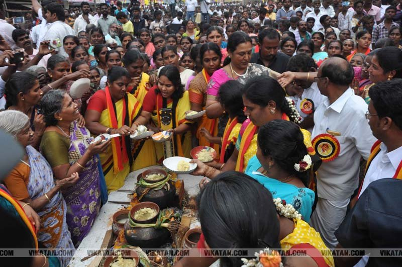 தேமுதிக சார்பில் நடைபெற்ற பொங்கல் விழா!.... படங்கள் - க.தனசேகரன்