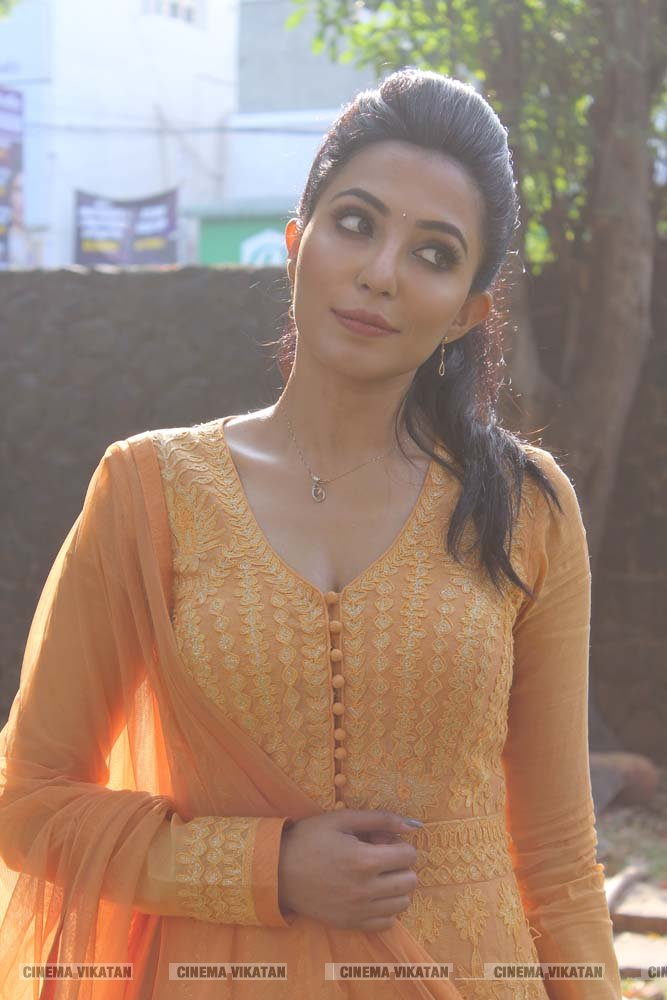 பார்வதி நாயர் லேட்டஸ்ட் ஸ்டில்ஸ் படங்கள்: இ.பாலவெங்கடேஷ்