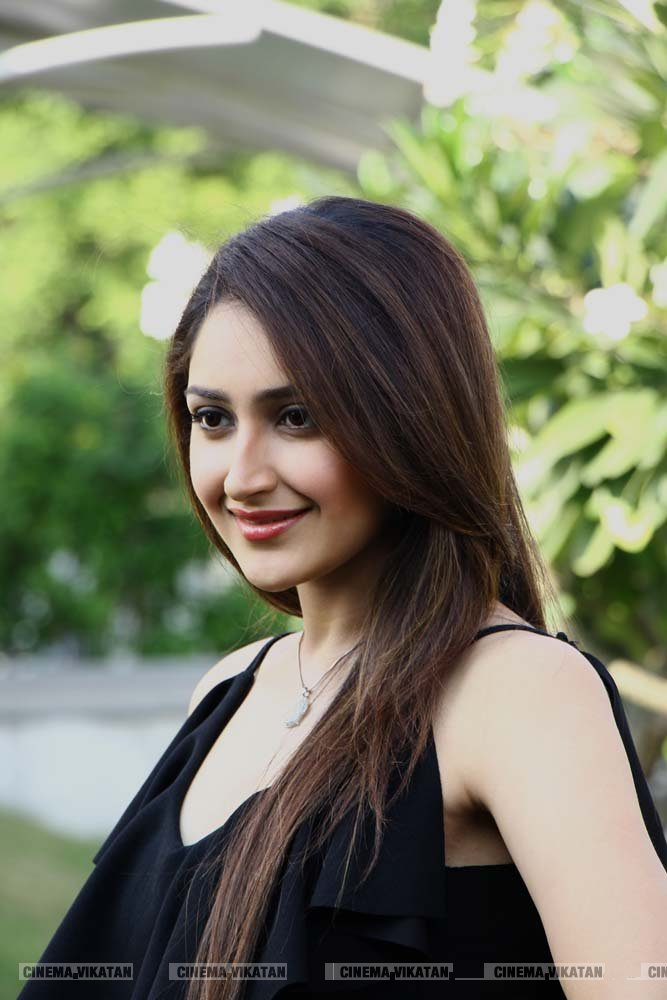 நடிகை சாயிஷாவின் லேட்டஸ்ட் ஸ்டில்ஸ்..! படங்கள் - ப.சரவணக்குமார்