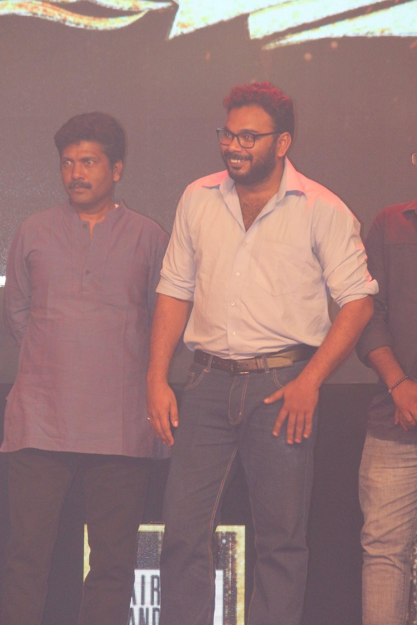 'ஸ்மைல் சேட்டை' நடத்திய 'Desi Awards 2017' போட்டோஸ்..!