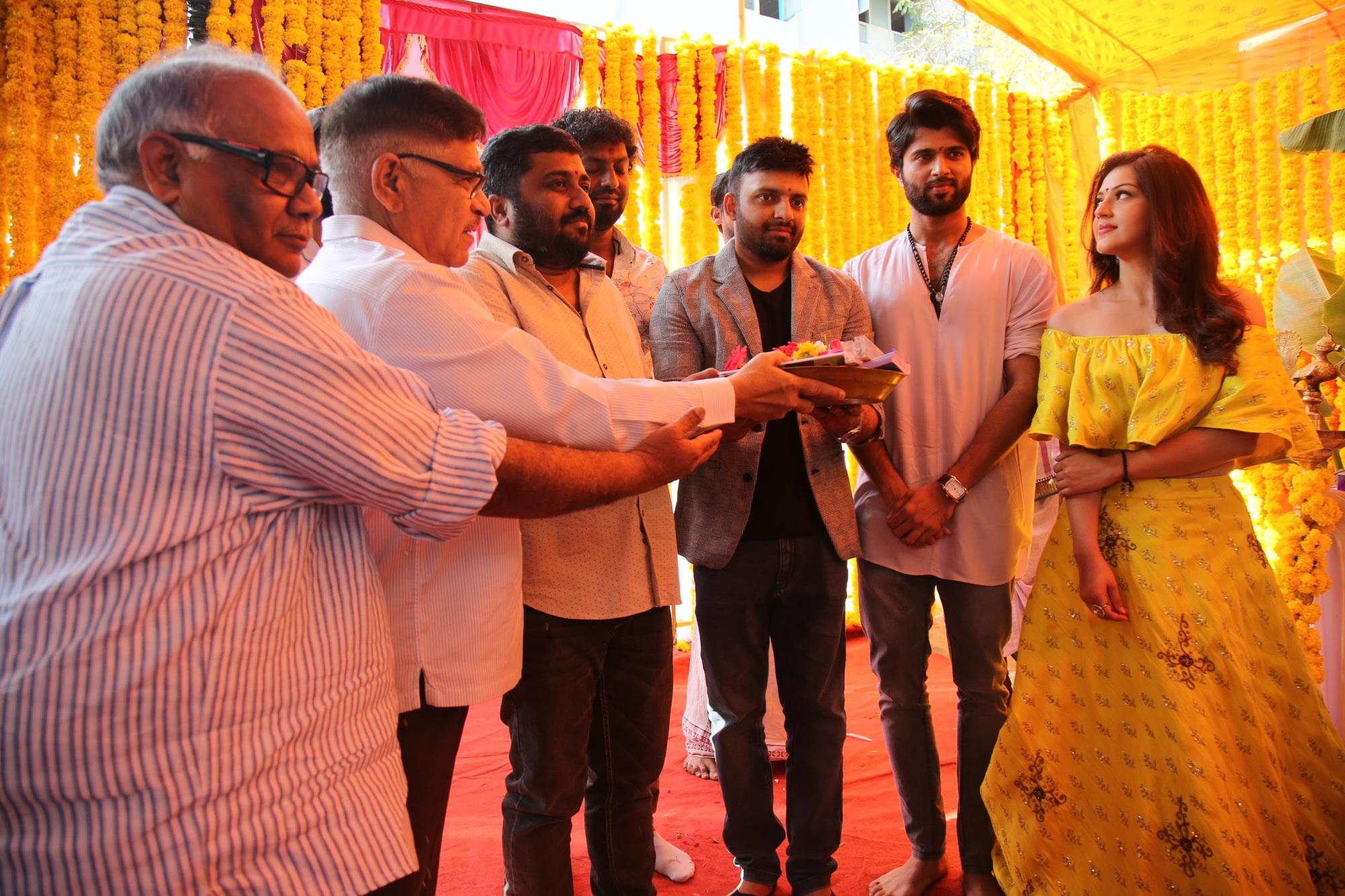 'அர்ஜூன் ரெட்டி' விஜய் தேவரகொண்டா நடிக்கும் புதிய தமிழ்ப்படத்தின் பூஜை..!