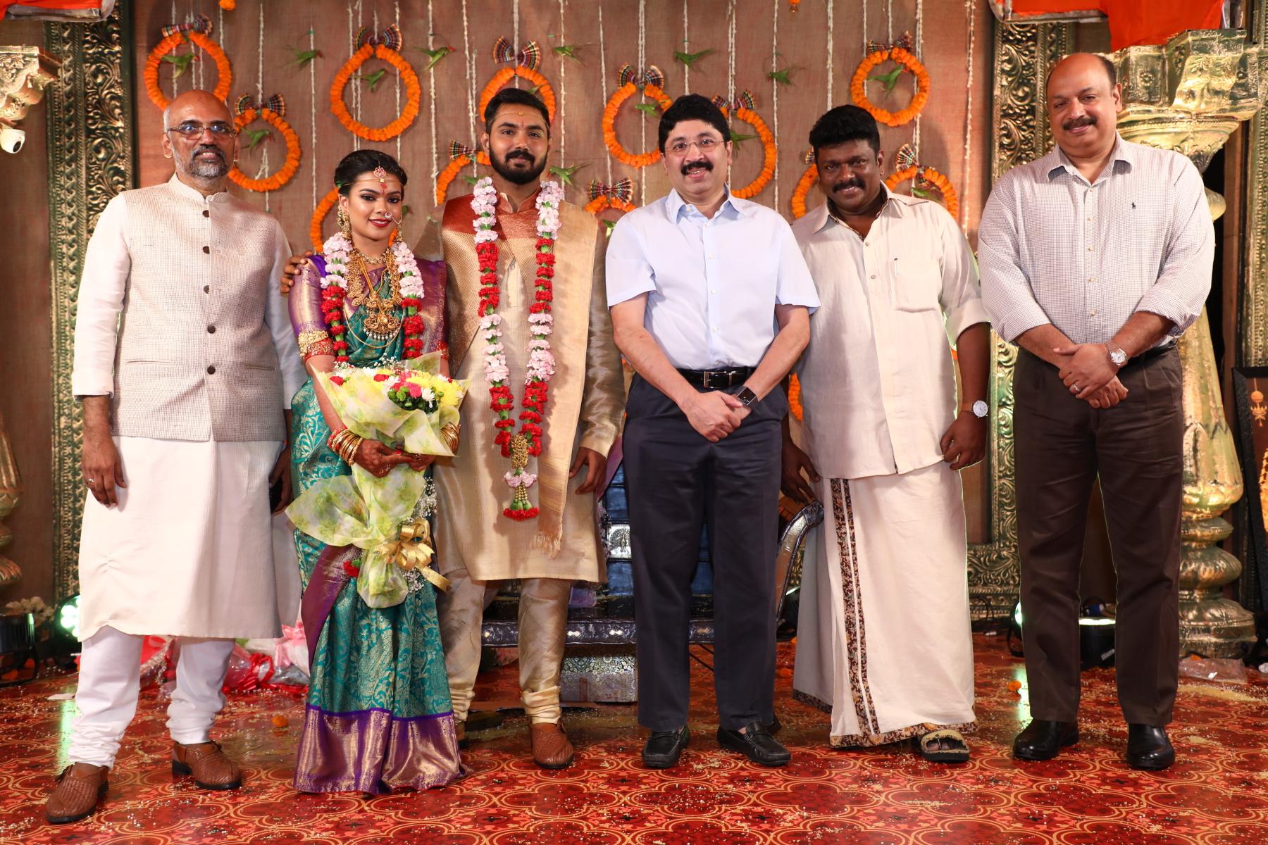பார்த்திபன் மகள் கீர்த்தனா - அக்ஷய் திருமண ஆல்பம்..!