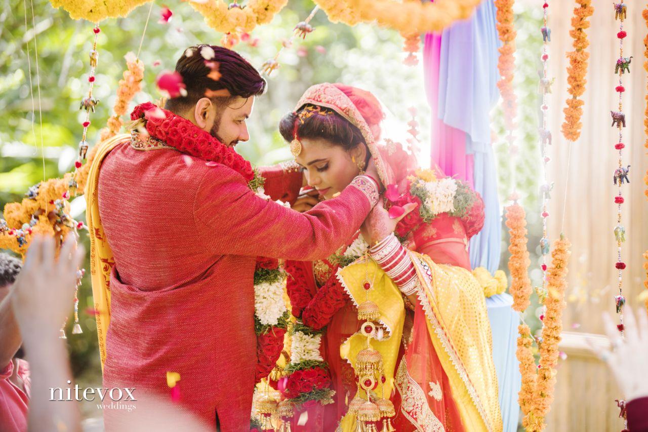 'சதுரங்க வேட்டை' நாயகி இஷாராவின் திருமண ஆல்பம்..!