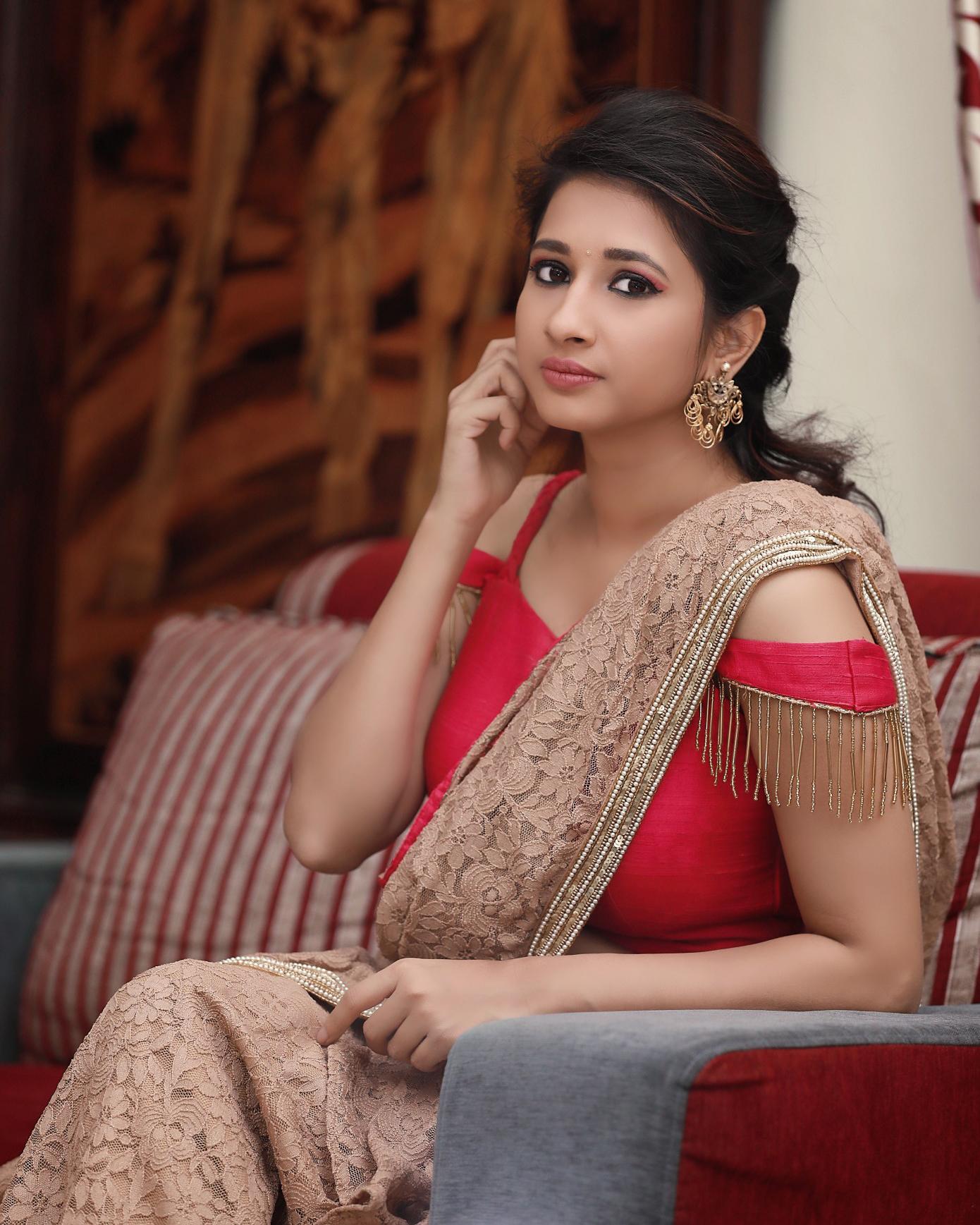 நடிகை மான்விதா ஹரிஷின் லேட்டஸ்ட் ஸ்டில்ஸ்..!