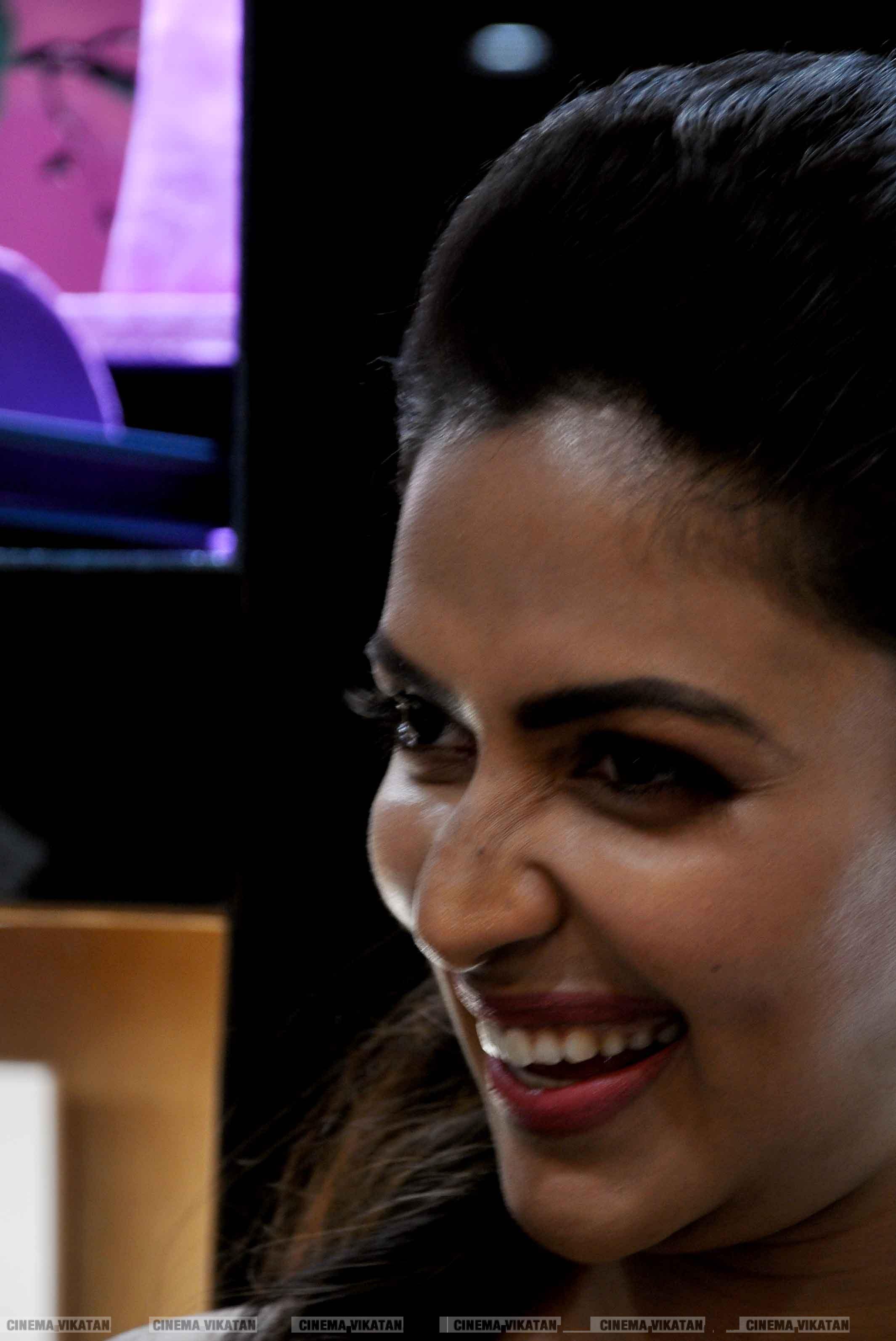 நகை கடை திறப்பு விழாவில் நடிகை அமலாபால்... படங்கள்: க.தனசேகரன்