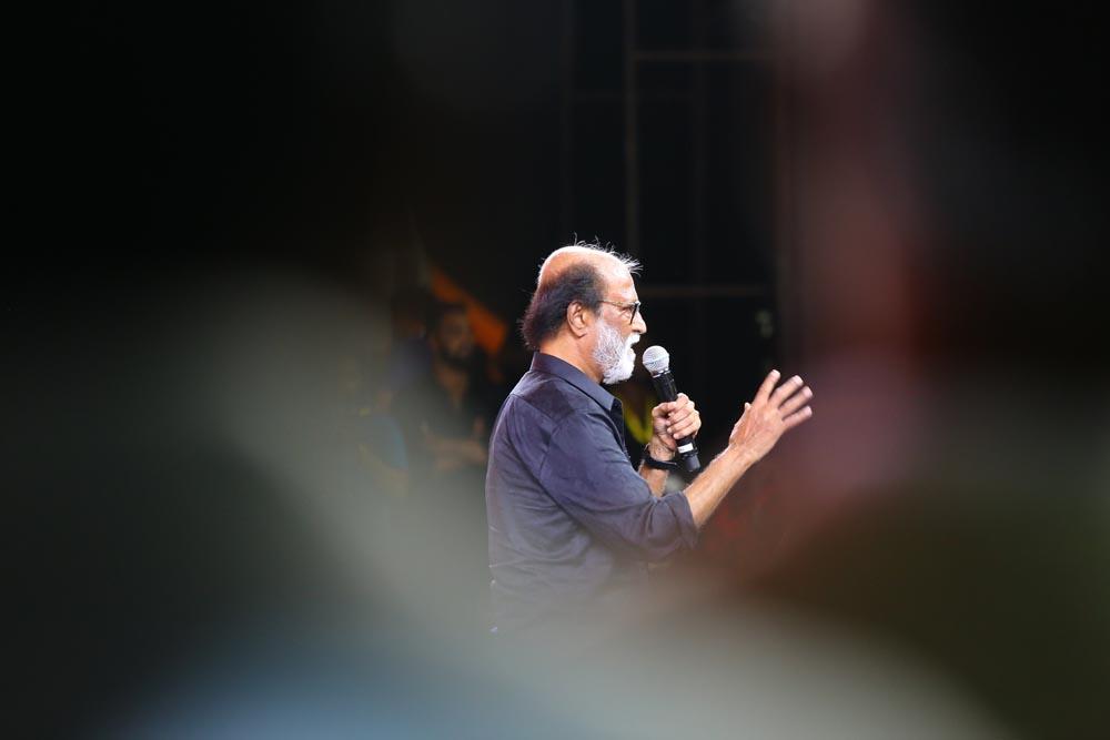 'காலா' யூனிஃபார்மில் வந்த படக்குழுவினர்... இசை வெளியீட்டு விழாவின் ஃபுல் ஆல்பம்..!