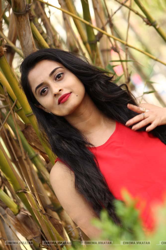 'செம' ஹீரோயின் அர்த்தனா பினு லேட்டஸ்ட் ஸ்டில்ஸ்... படங்கள் - சி.ரவிக்குமார்