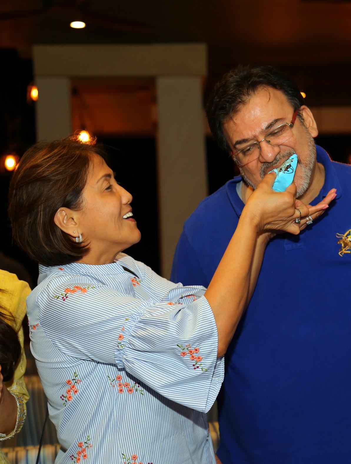 'பாரிஸ் பாரிஸ்' ஷூட்டிங் ஸ்பாட்டில் நடந்த பிறந்தநாள் கொண்டாட்டம்..!