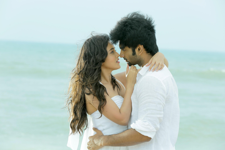 அதர்வா நடித்திருக்கும் 'செம போத ஆகாத' பட ஸ்டில்ஸ்..!