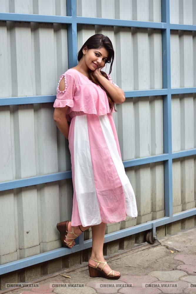 அதுல்யா ரவி லேட்டஸ்ட்  ஸ்டில்ஸ்... படங்கள் - பா.காளிமுத்து