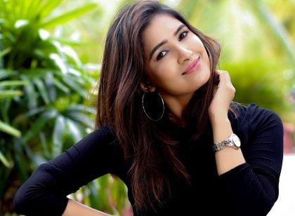 நடிகை வாணி போஜனின் நியூ போட்டோஷூட் ஸ்டில்ஸ்..!