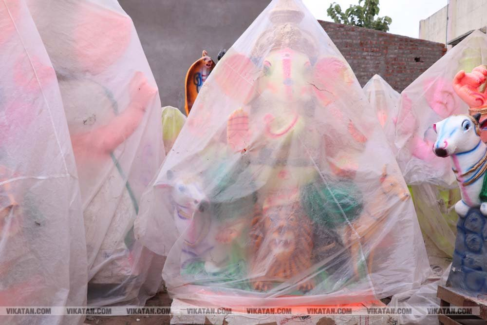 சதுர்த்தியை முன்னிட்டு விழுப்புரத்தில் பல வடிவங்களில் தயாராகும் விநாயகர் சிலைகள்...  படங்கள்: - சு.விக்னேஷ்குமார்