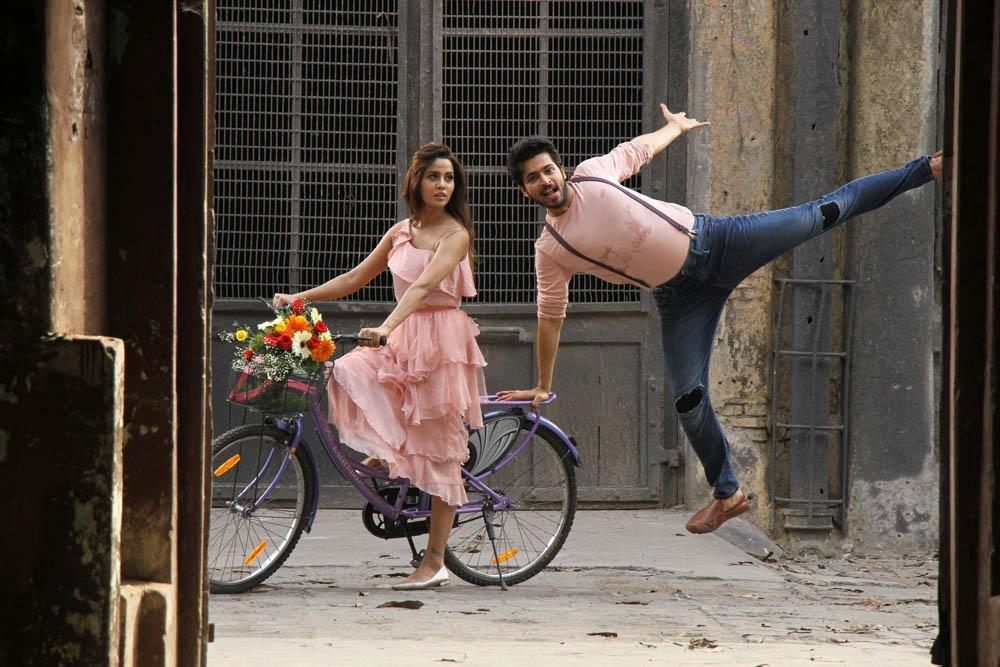 பிக் பாஸ் ஹரீஷ் - ரைஸா நடித்திருக்கும் 'பியார் பிரேமா காதல்' பட ஸ்டில்ஸ்..!