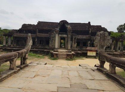 கம்போடிய நாட்டின் கோயில் நகரமான அங்கோர்வாட்டில் ஓர் தரிசனம்