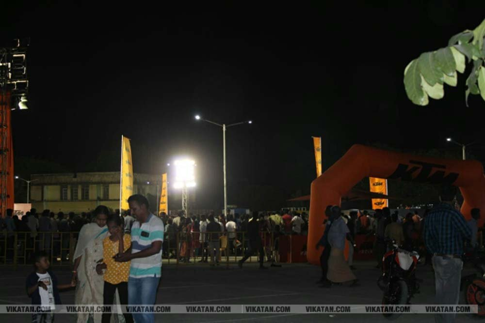 கோவையில் ஆரஞ்சு டே!!!! அசத்திய மோட்டார் ஸ்டண்ட்!!!! மற்றும் பைக் ரேஸ்... படங்கள் - ஆயிஷா அஃப்ரா ஷே