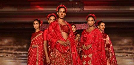 சென்னையில் நடைபெற்ற ஆடை அலங்கார அணிவகுப்பில் அசத்திய பெண்கள்!... படங்கள் - பா.காளிமுத்து