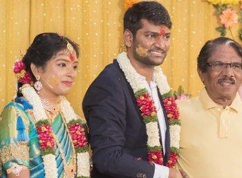 நடிகர் ஈ.ராமதாஸ் மகனின் நிச்சயதார்த்த ஆல்பம்..!