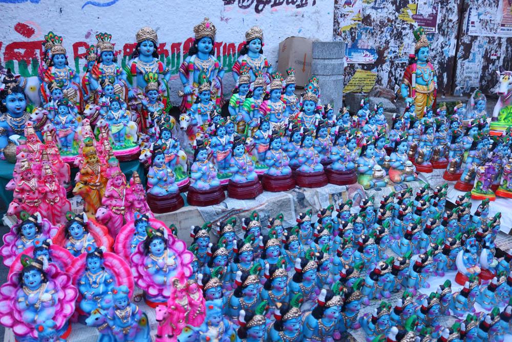 மயில் இறகு முதல் கிருஷ்ணர் பொம்மைகள் வரை... களைகட்டிய கிருஷ்ண ஜெயந்தி விற்பனை!  படங்கள்: கார்த்திகா பா