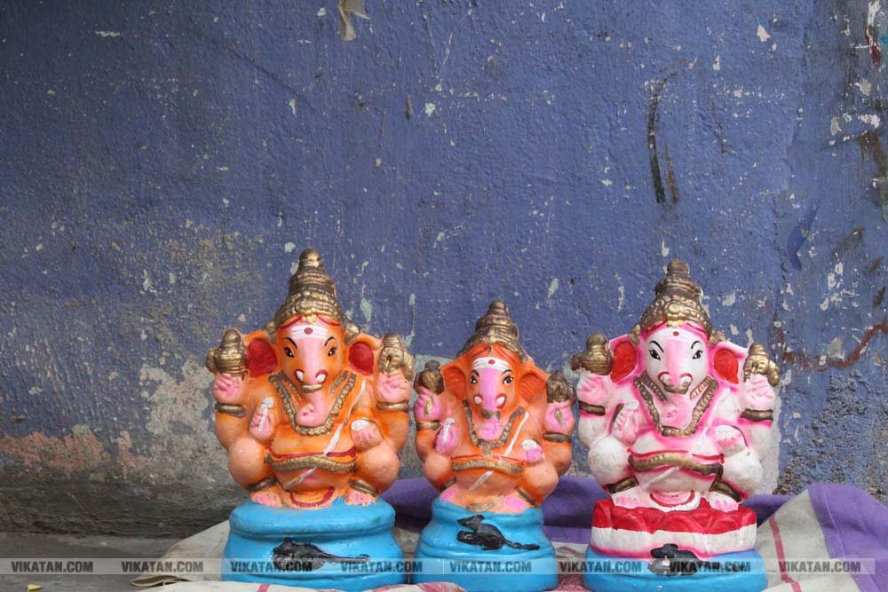 விநாயகர் சதுர்த்திக்காக தயார் நிலையில் இருக்கும் விநாயகர்கள்...  படங்கள் - என்.ஜி.மணிகண்டன், வள்ளிசௌத்திரி .ஆ, சுபாஷ் ம நா