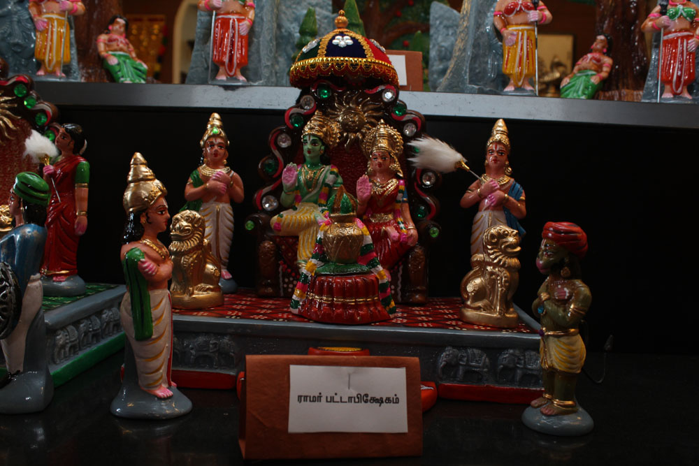 பூம்புகார் விற்பனை அங்காடியை வண்ணமயமாக்கும் அழகு கொலு பொம்மைகள்! படங்கள் : வள்ளிசௌத்திரி ஆ