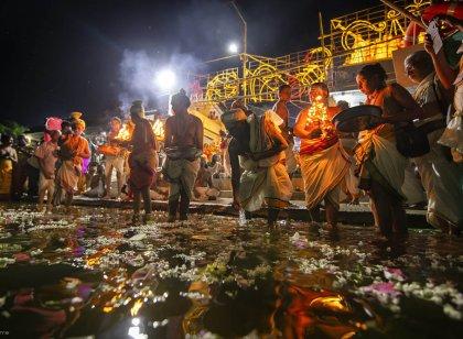 தாமிரபரணி புஷ்கர விழாவில் பக்தர்களின் சிறப்பு வழிபாடு... படங்கள்: மதன்சுந்தர்