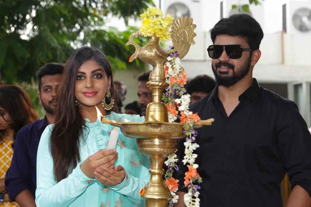 மஹத் - யாஷிகா நடிக்கும் 'புரொடக்சன் நம்பர் 2' - படப்பூஜை படங்கள்