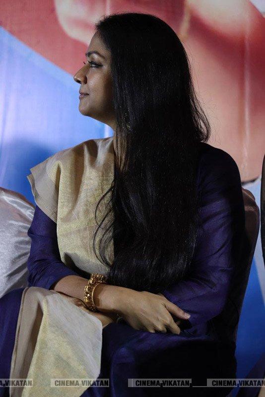 காற்றின் மொழி படவிழாவில் ஜோதிகா... படங்கள்: ராகேஷ் பெ