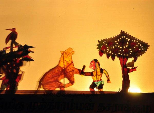 பொங்கல் விழாவுக்குக் தோல்பாவைக் கூத்து நிகழ்ச்சி; திண்டுக்கல் பாலம்ராஜக்காபட்டியில் அசத்திய கலைஞர்கள்... புகைப்படத் தொகுப்பு:  வீ.சிவக்குமார்