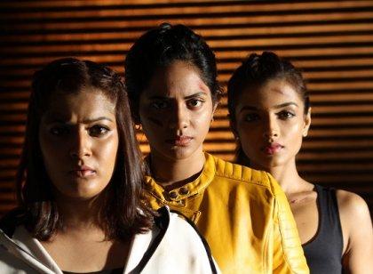 ஐஸ்வர்யா தத்தா, வரலக்ஷ்மி நடிக்கும் 'கன்னித்தீவு' படத்தின் ஷூட்டிங் ஸ்பாட் புகைப்படங்கள்