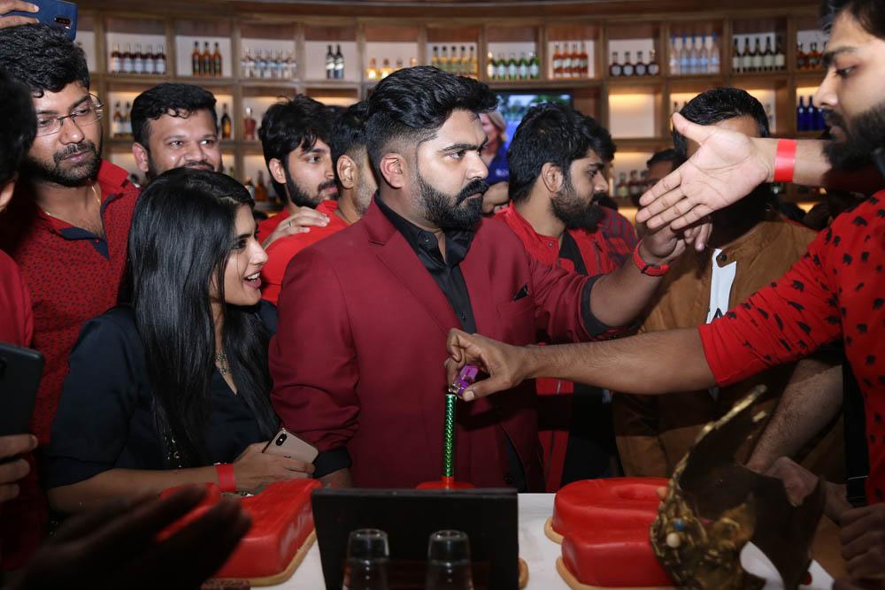 தனுஷ், ஆர்யா, யுவன்ஷங்கர் ராஜா கலந்துகொண்ட சிம்புவின் பிறந்தநாள் கொண்டாட்ட ஆல்பம்!