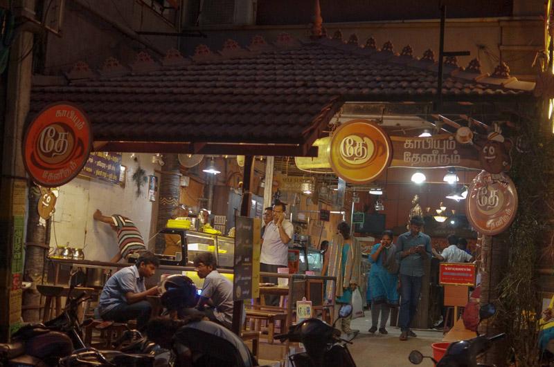 ஈரோட்டில் இரவு இப்படிதான் இருக்கிறது... ஒரு ஜாலி ரவுண்டு! படங்கள்: சுபாஷ் ம நா