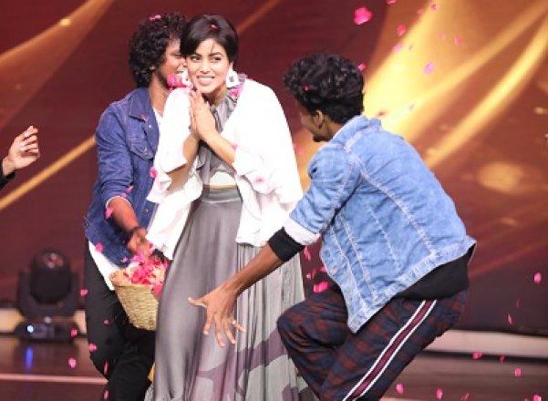 நடிகை பூர்ணா கலந்துகொண்ட டான்ஸ் VS டான்ஸ் நிகழ்ச்சியின் புகைப்படங்கள்