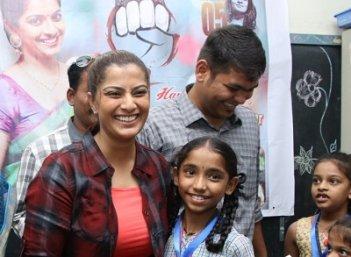 நடிகை வரலட்சுமி தனது சேவ் சக்தி தன்னார்வலர்களுடன் இணைந்து உறுப்புதானம் செய்த நிகழ்ச்சி