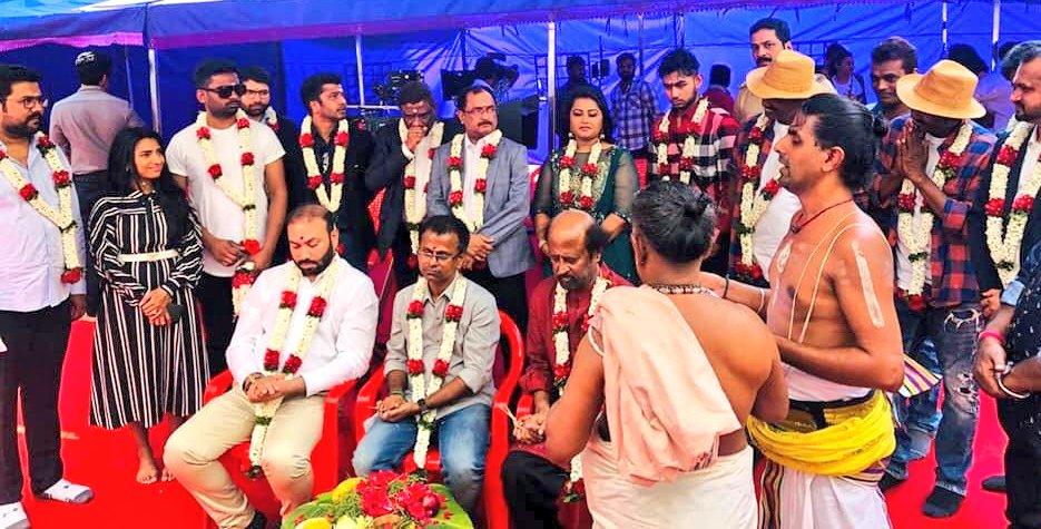 ரஜினி-முருகதாஸ் 'தர்பார்' பட பூஜை ஸ்டில்ஸ்