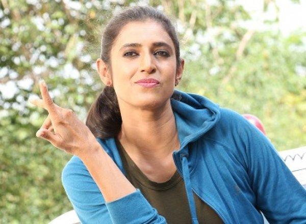 கஸ்தூரி போலீஸாக நடித்திருக்கும் 'இ.பி.கோ 302' படத்தின் ஸ்டில்ஸ்..!
