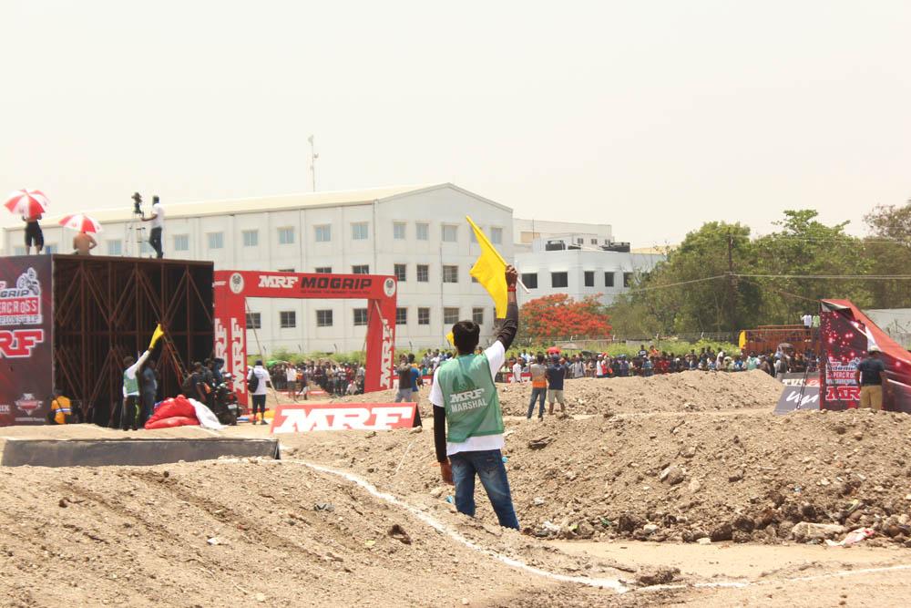 கோவையில் நடைபெற்ற பரபர பைக் ரேஸ்!