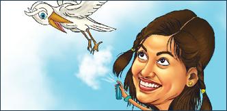 ஓவியா சார்... சிரிக்குது சார்!