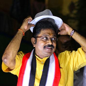 மெகா ரெய்டு - 187 இடங்கள்... 1,800 அதிகாரிகள்... குவிந்தது பணம்... குவித்தது யார்?