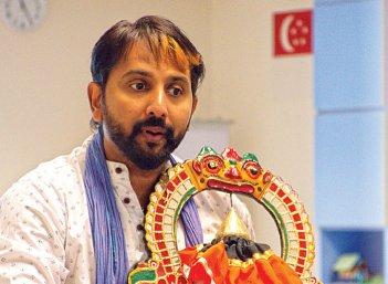 """""""தமிழர் என்ற அடையாளத்தைத் தக்க வெச்சுக்கிறோம்!"""""""