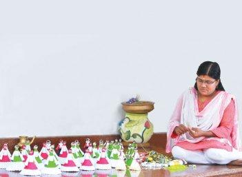 கின்னஸுக்கு அழைத்துச்சென்ற காகிதப்பூக்கள்! - விஜிதா ரித்தீஷ்